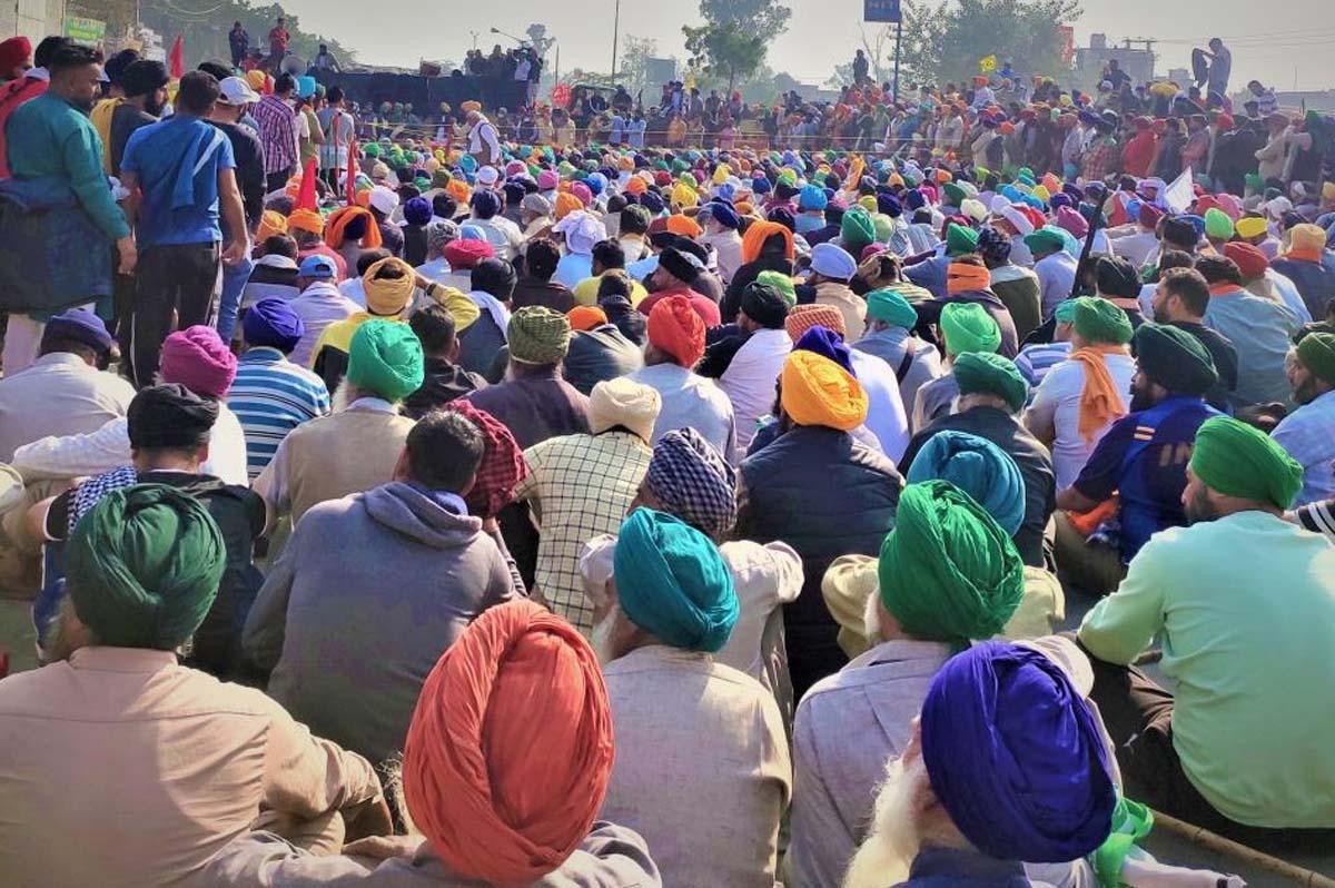 दिल्ली में पांचवे दिन भी जारी किसानों का प्रदर्शन,पांच मार्गो को जाम करने की चेतावनी दी !