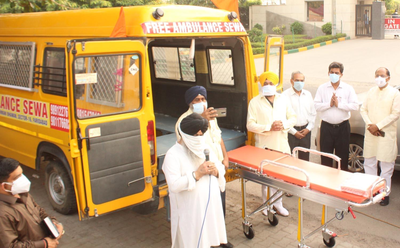 गुरुद्वारा श्री गुरु सिंह सभा सुखमणि भवन सेक्टर-16 ने कोविड-19 के मरीजों के लिए एम्बुलेंस को किया रवाना